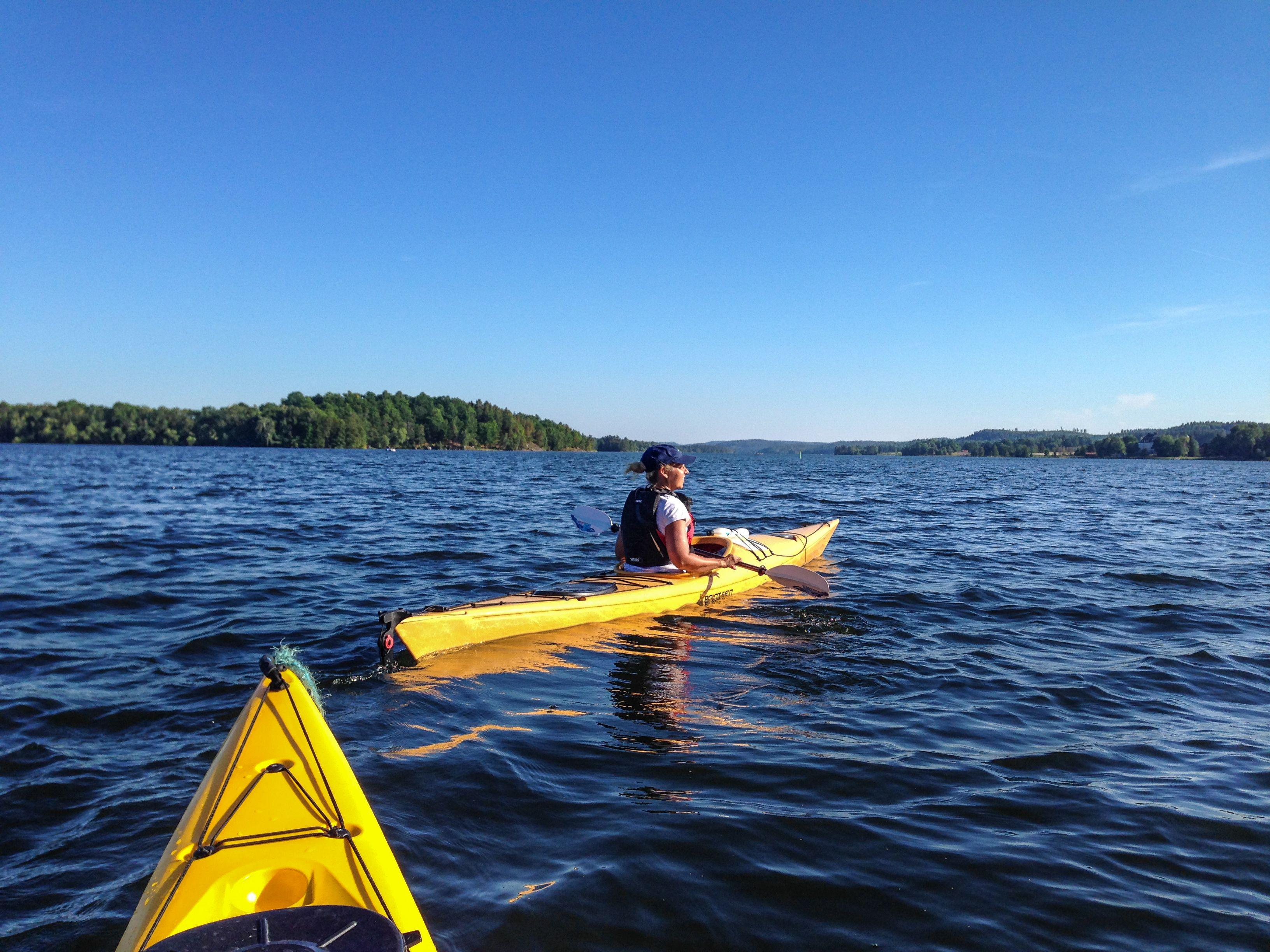 Paddling på sjön Åsunden utanför Liljeholmen