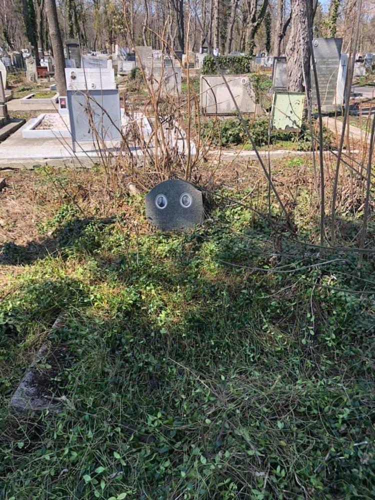 ❌Гробът на Илия и Димитър Тромпеви в Централните софийски гробища преди промяната.