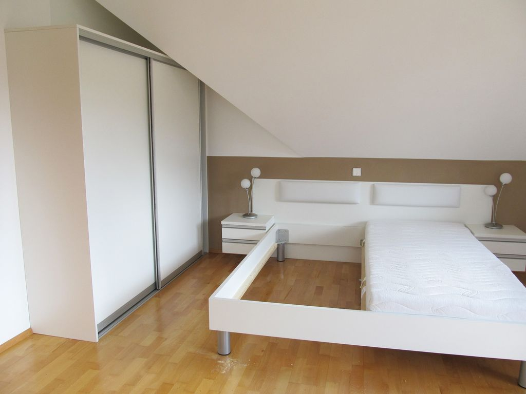 Schlafzimmer mit Indoor-Schiebetüren