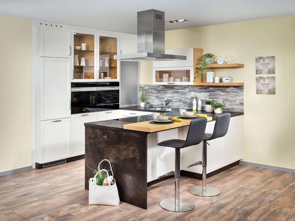 Küche mit Barlösung