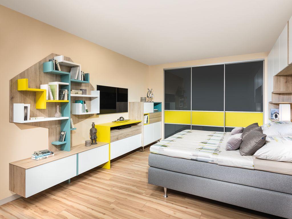 Schlafzimmer mit Schiebetürschrank