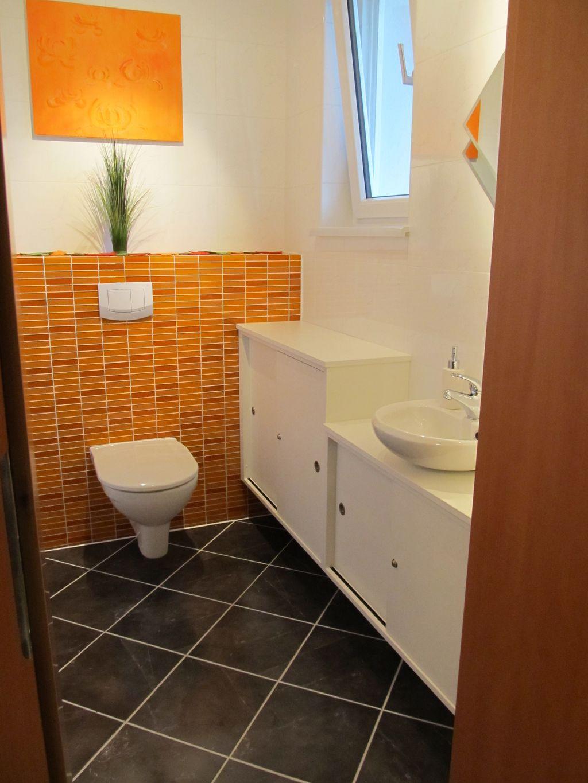 WC mit Waschbeckenverbau