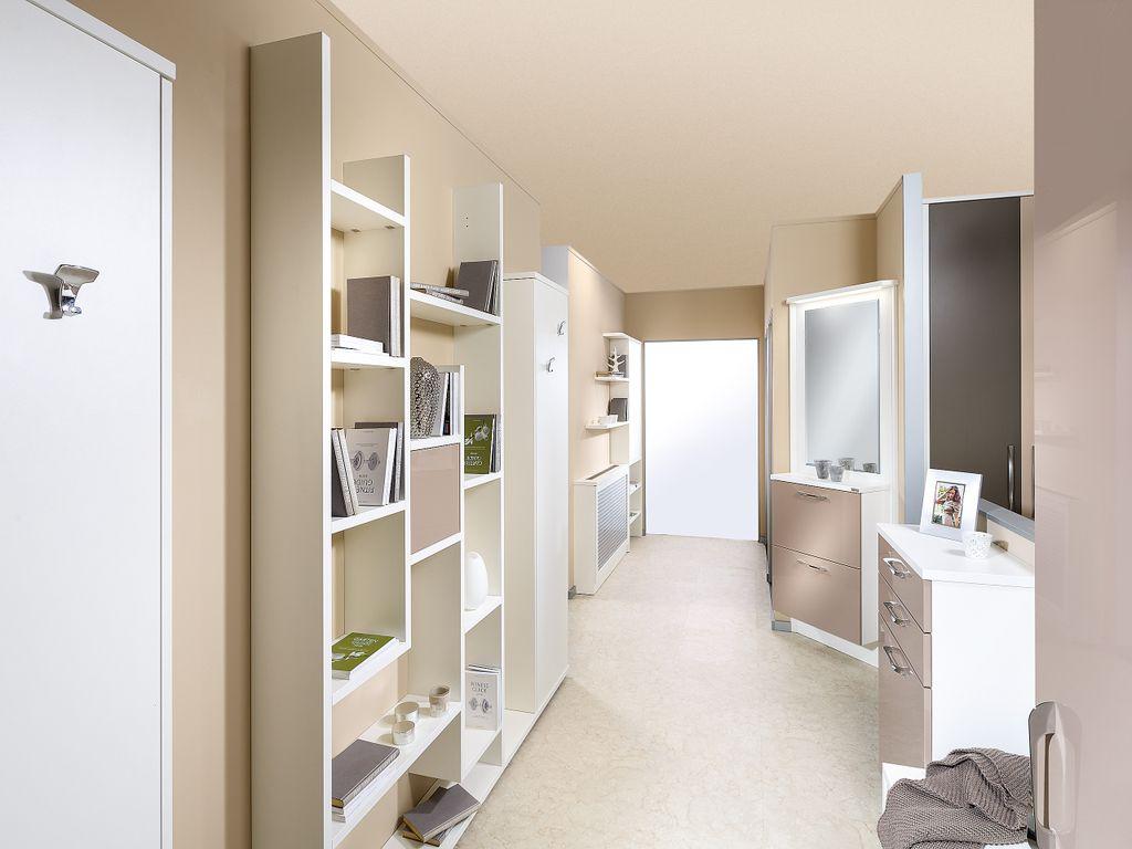 Vorzimmer bestehend aus mehreren Einzelmöbeln
