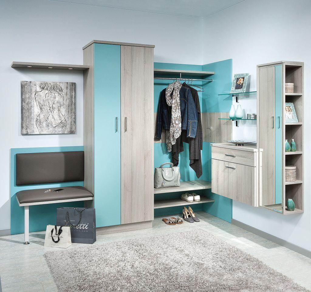 Vorzimmer mit offener Garderobe