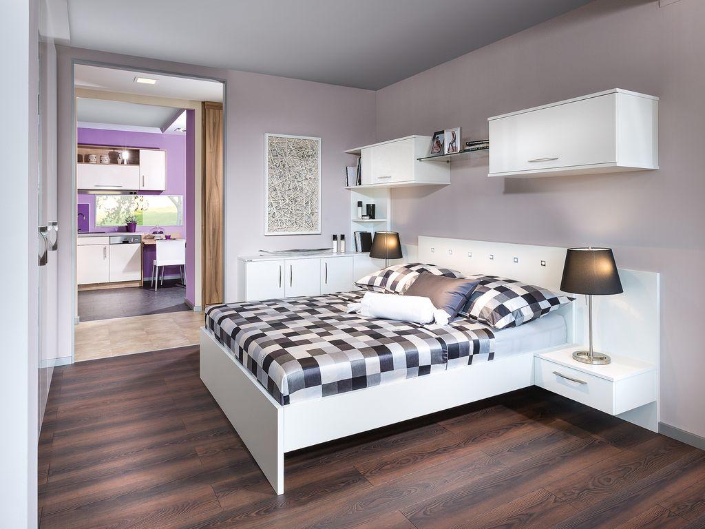 Schlafzimmer mit Wandschrank