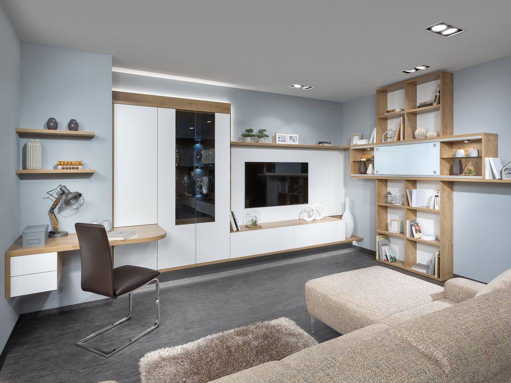 Wohnzimmer mit Arbeitsplatz