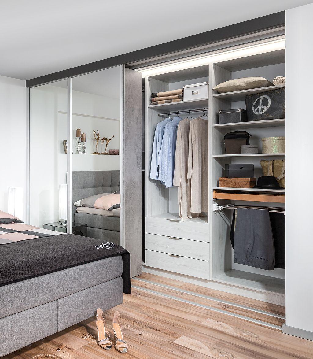 Schrank mit Indoor-Schiebetüren