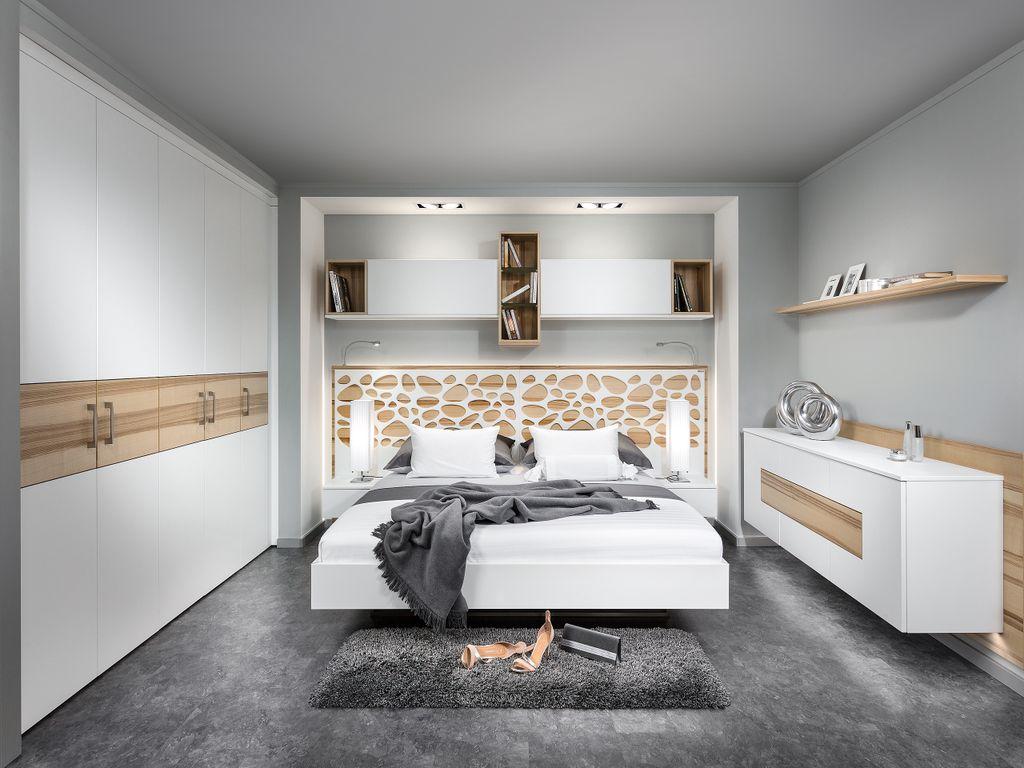 Schlafzimmer mit Kufenbett