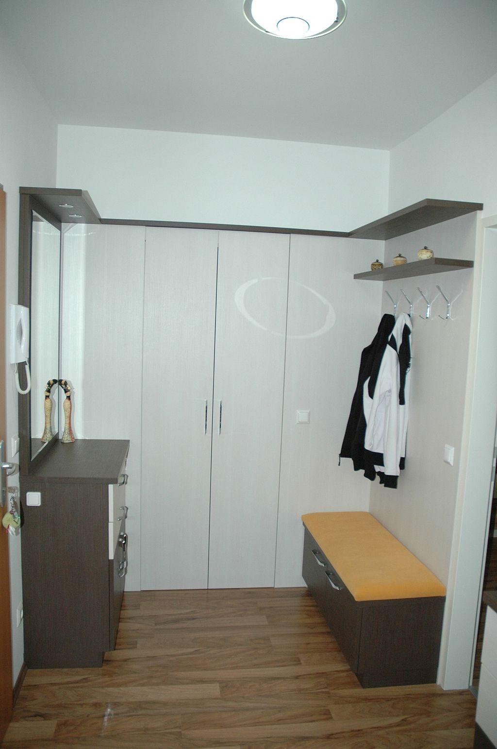 Vorzimmer mit Garderoberaum