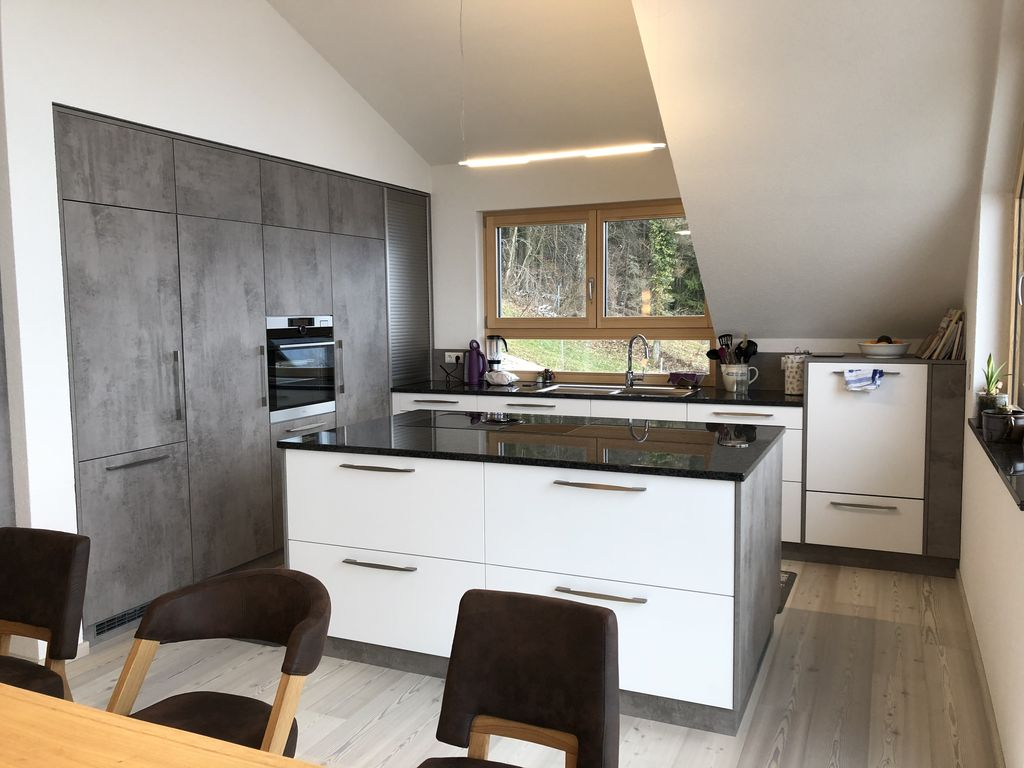 Eckküche mit Kochinsel