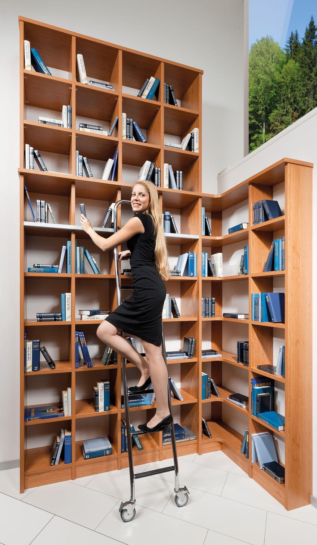 Eck-Bibliothek mit Leiter
