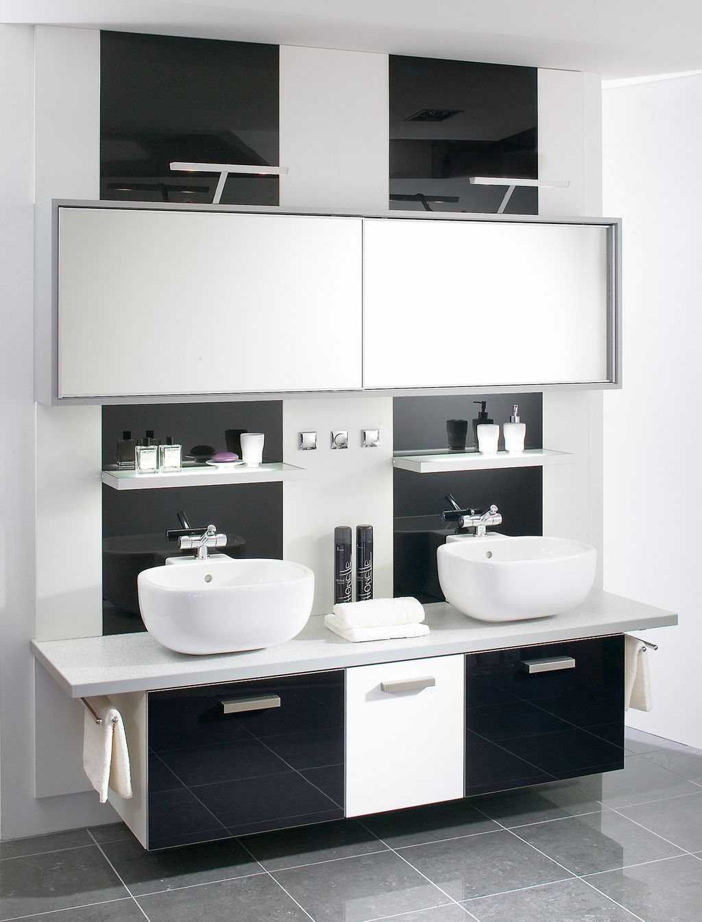 Doppelbad mit Aufsatzwaschbecken