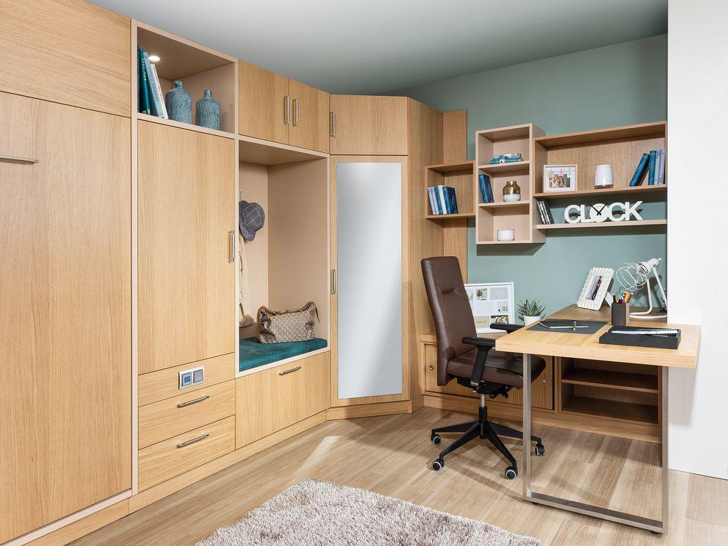 Büro mit Schreibtisch