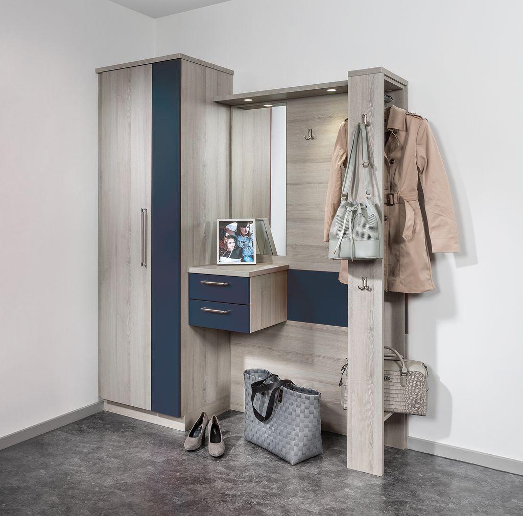 Vorzimmer mit Garderobenpaneel