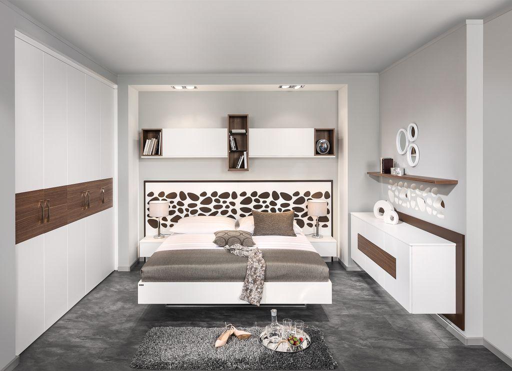 Schlafzimmer mit Relief-Paneel