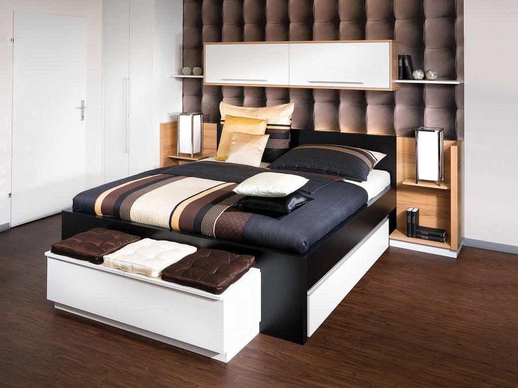 Schlafzimmer mit Bettüberbau