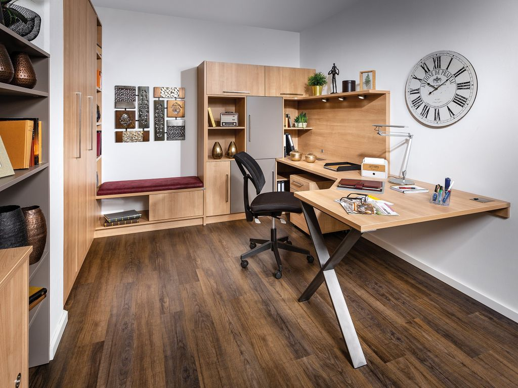 Wohnzimmer mit Schreibtisch