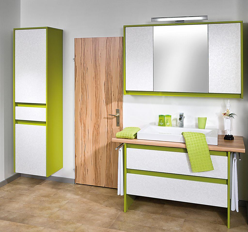 Einzelbad mit Spiegelschrank
