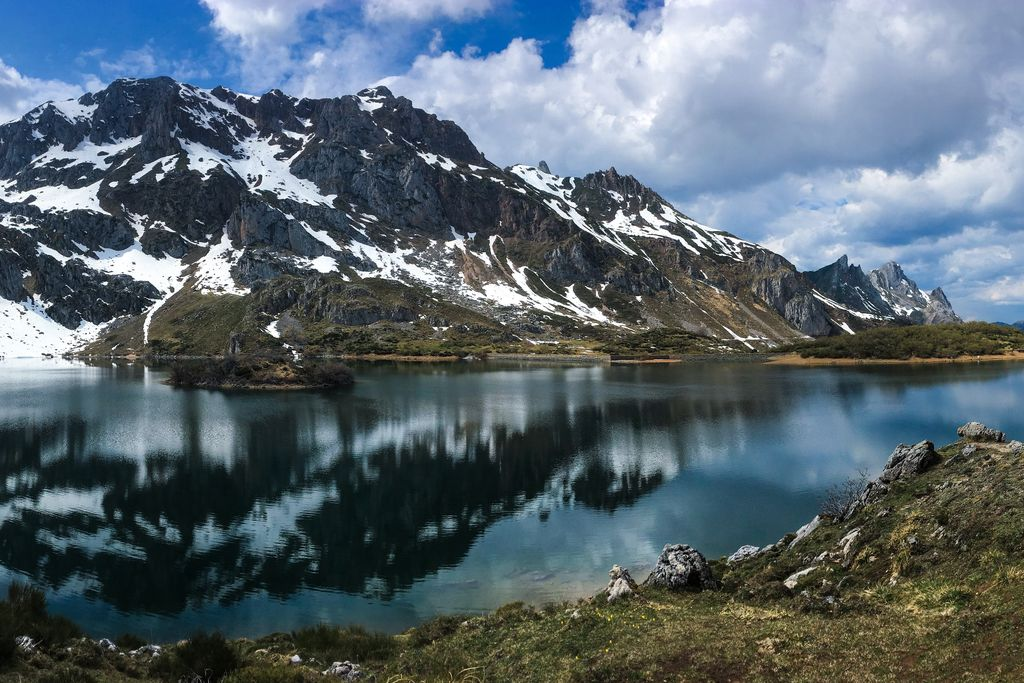 Lago del Valle in Someido National Park, Asturias, Spain