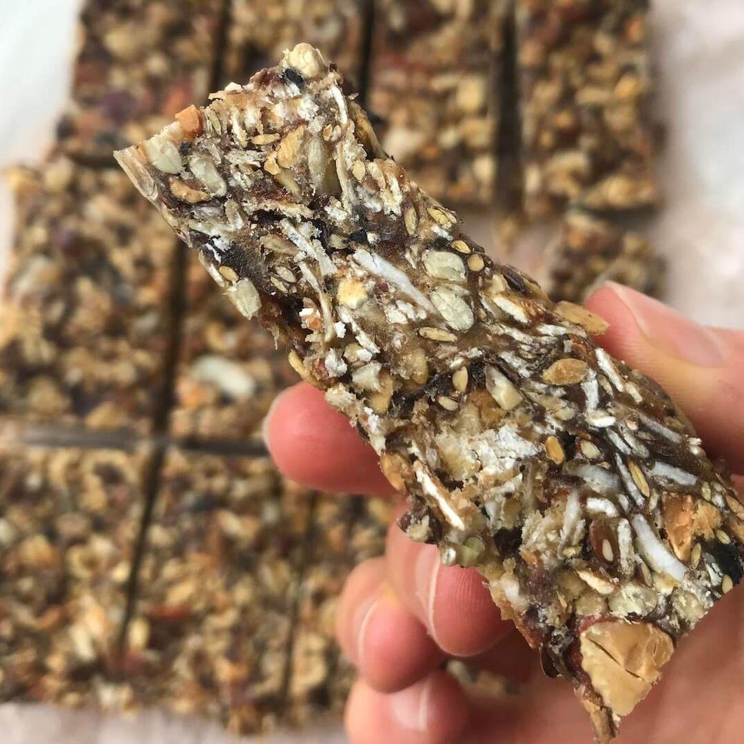 Hjemmelavede muslibarer med havregryn og mandler