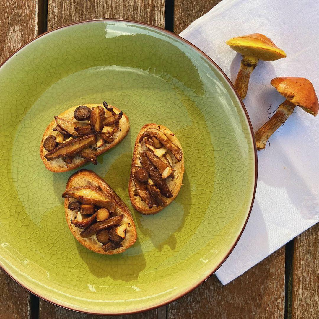 Bruschetta med svampe og hvidløg