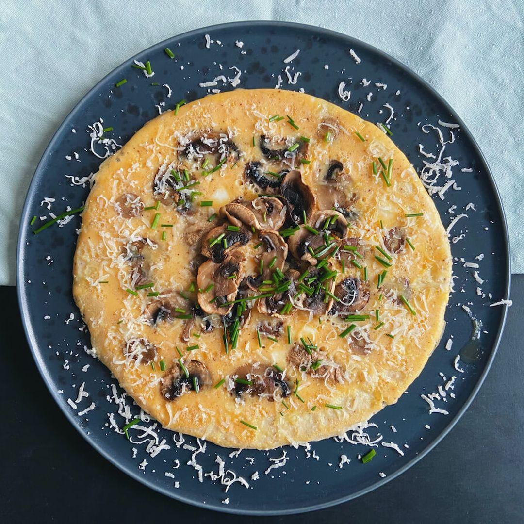 Omelet med svampe og purløg