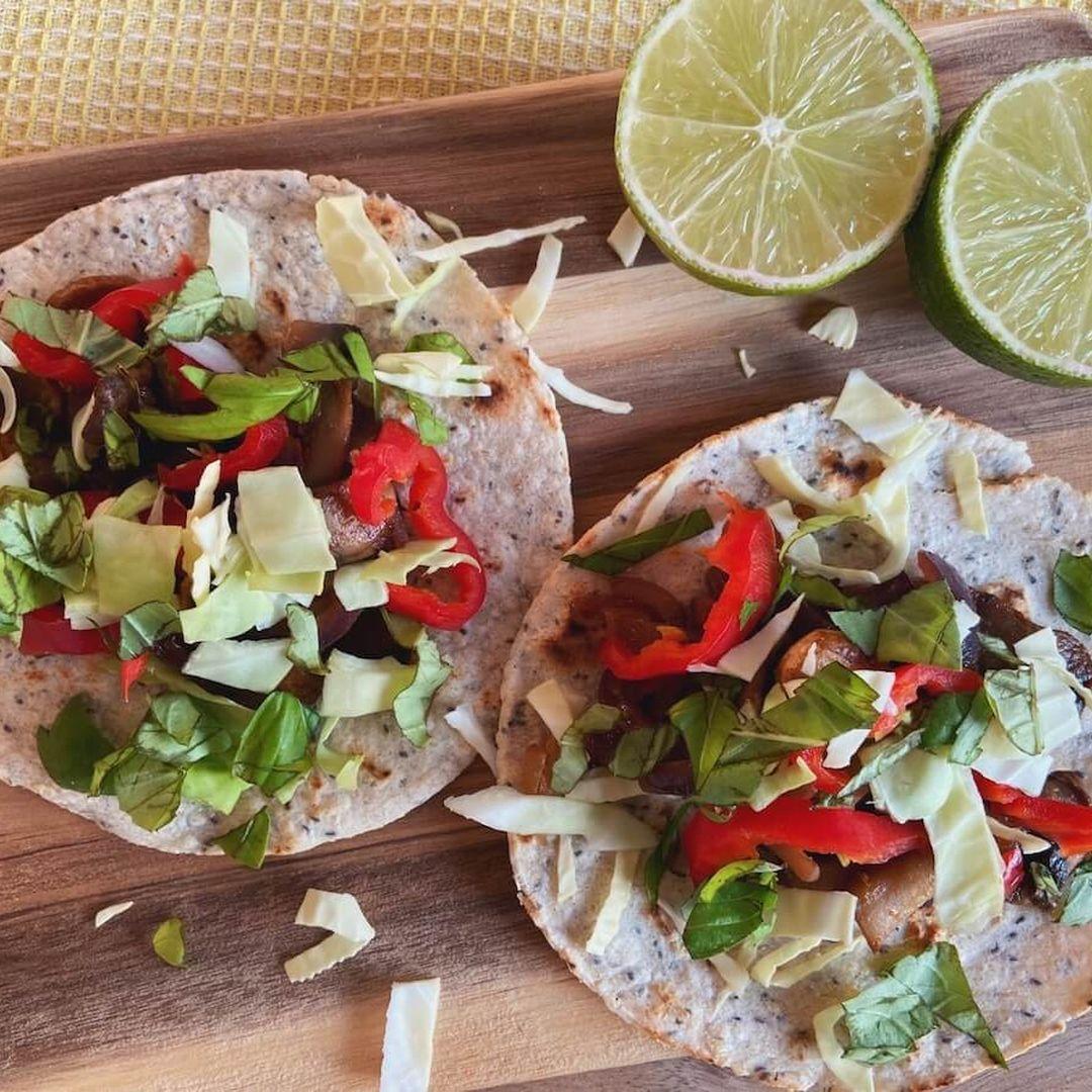 Vegetar tacos med svampe og lime