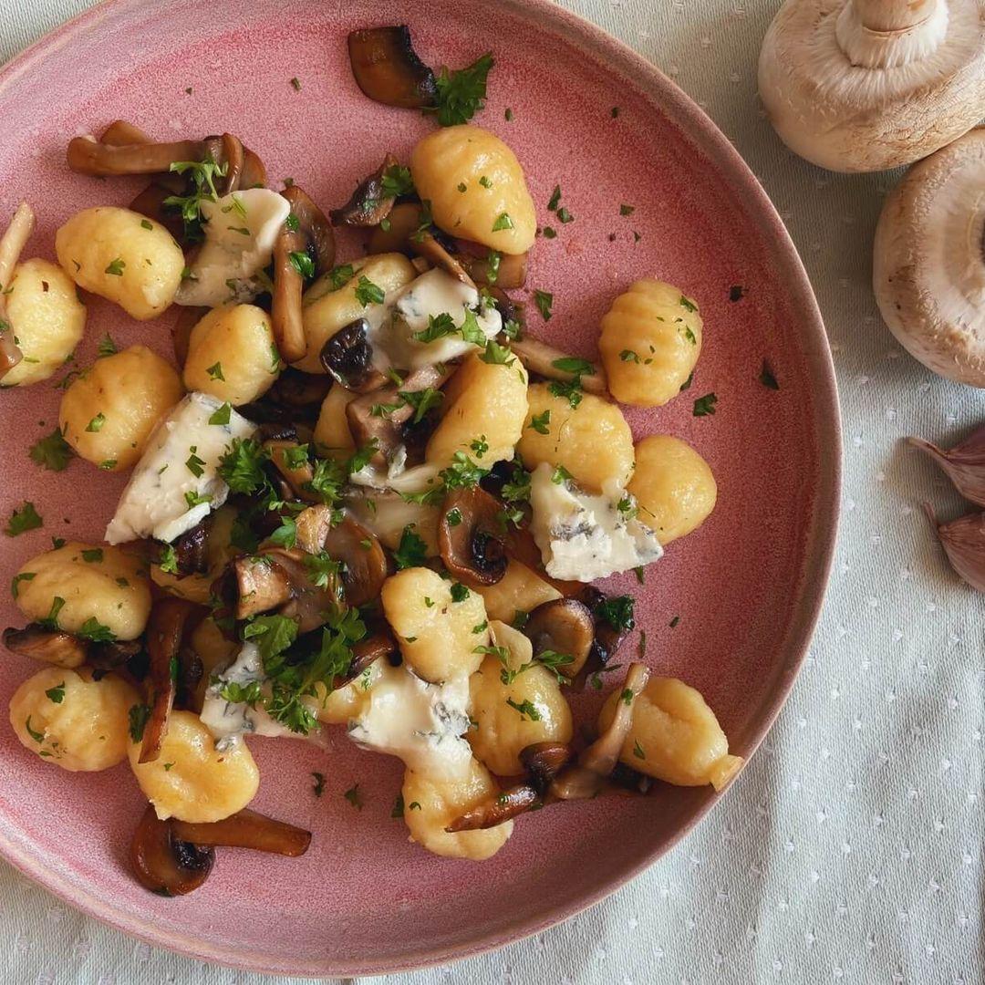 Gnocchi med svampe og gorgonzola