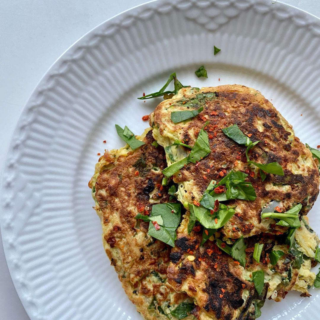 Super appetiserende rösti med squash og hytteost er klar til at blive spist