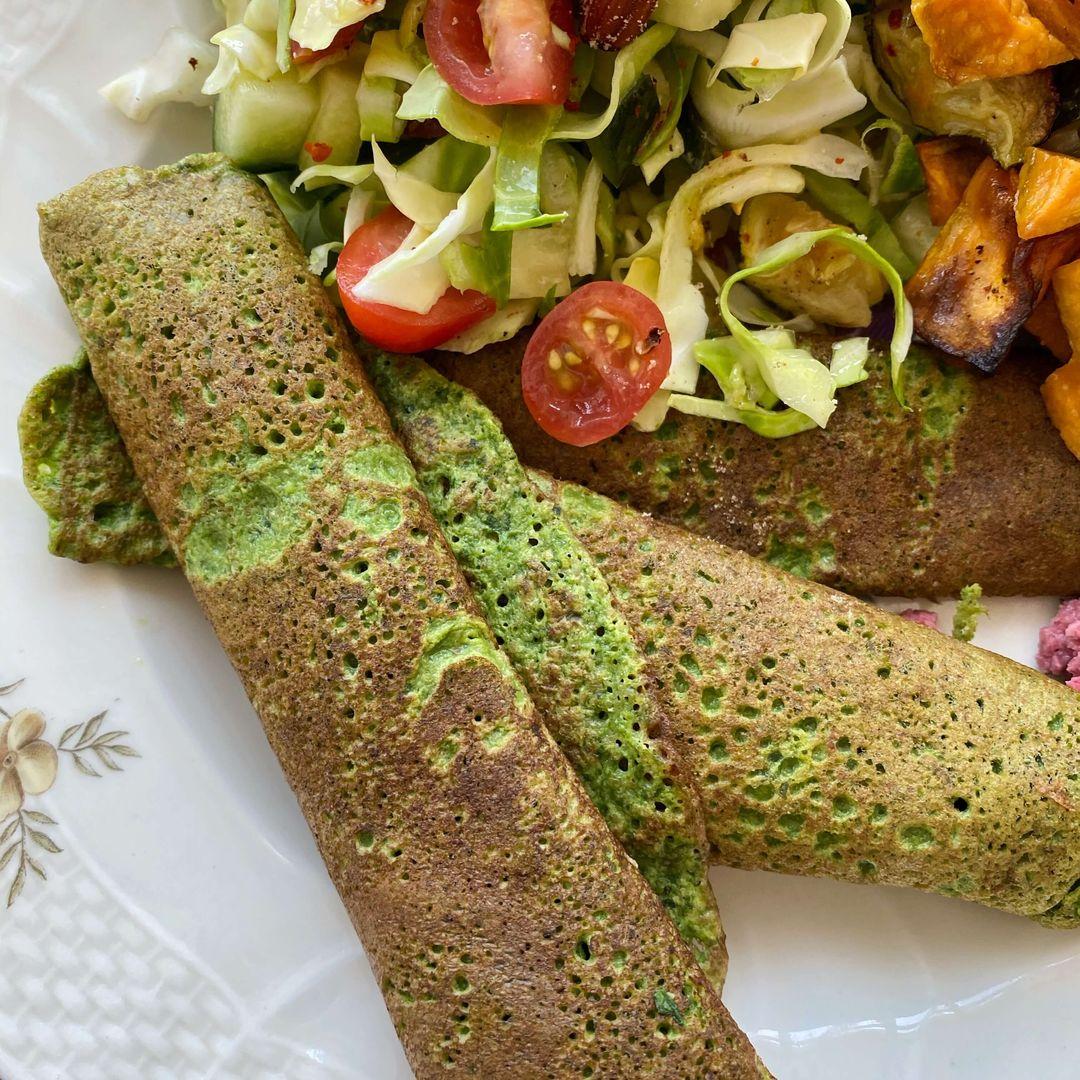 spinatpandekager med salat