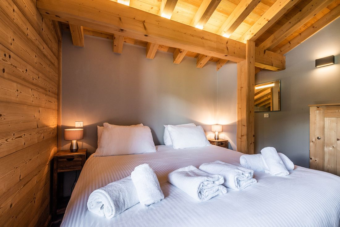 Ensuite bedroom with wooden details at Balata luxury chalet in Morzine