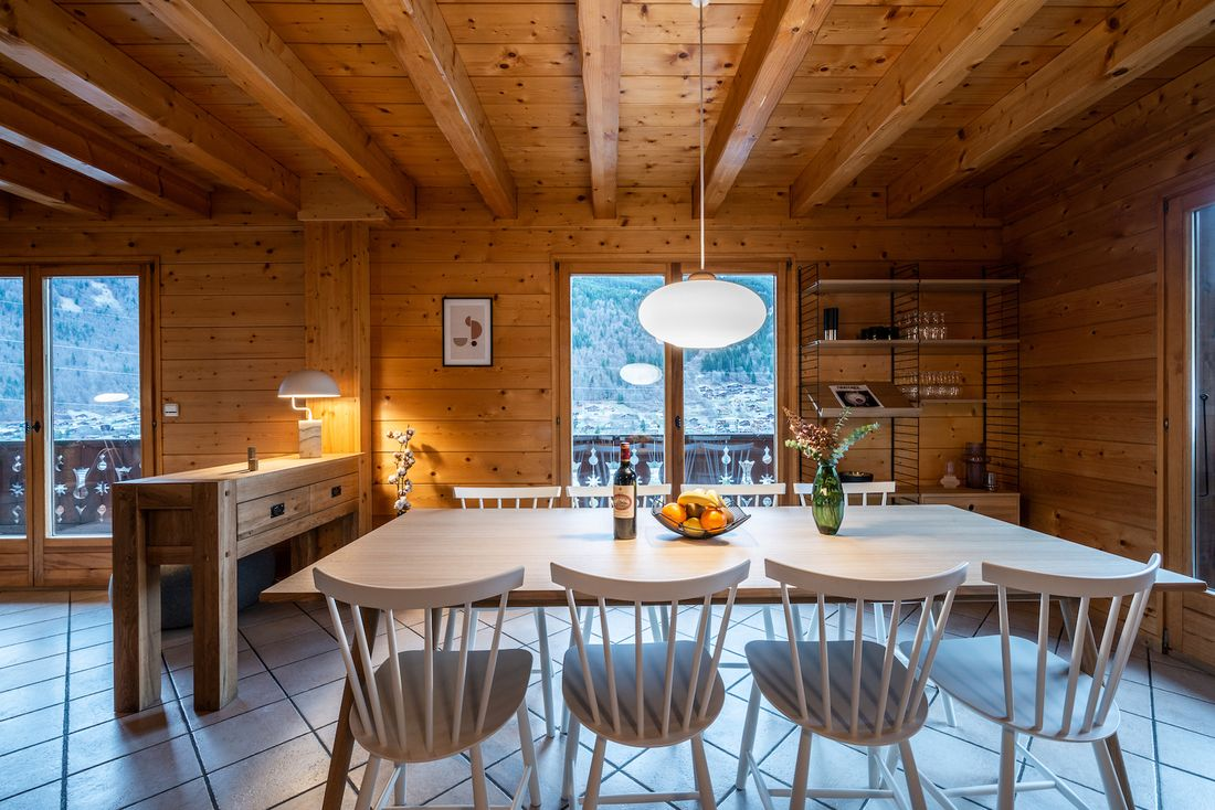 Open living room with mountain views at Doux Abri chalet in Morzine