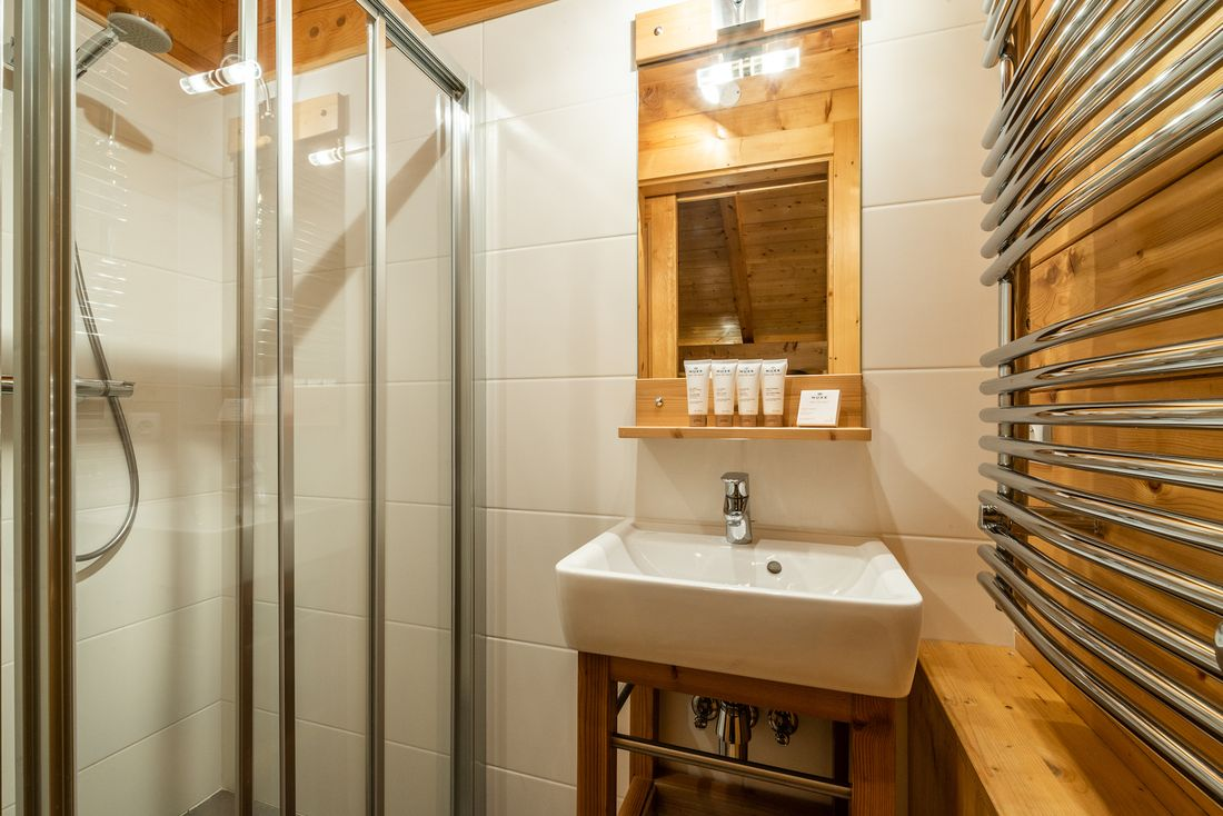 Modern bathroom with shower at Doux Abri chalet in Morzine