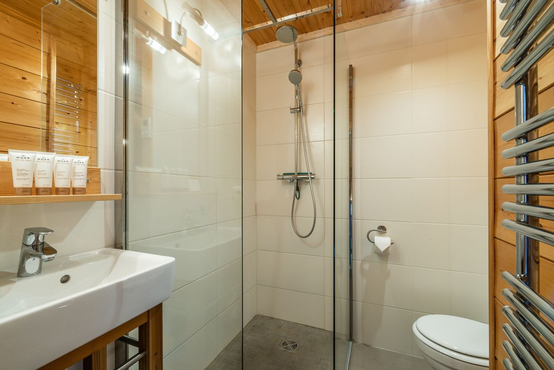Modern bathroom with shower and free Nuxe amenities at Doux Abri chalet in Morzine