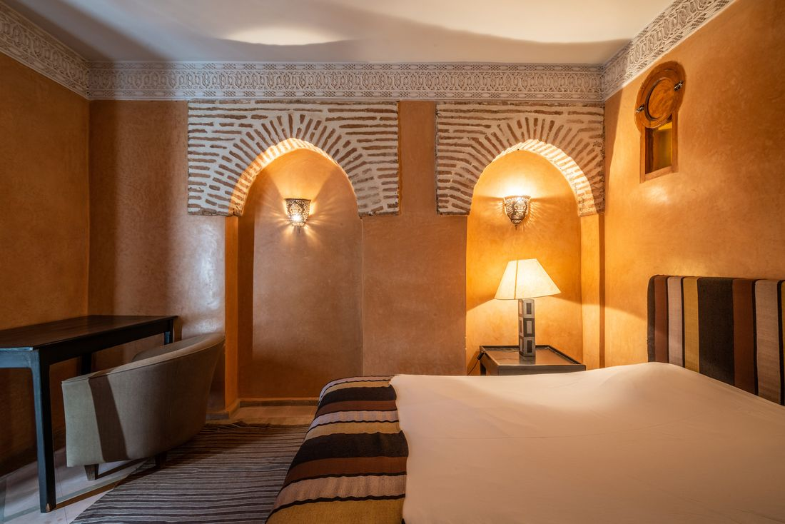 Double bedroom with brick wall details at Adilah riad in Marrakech