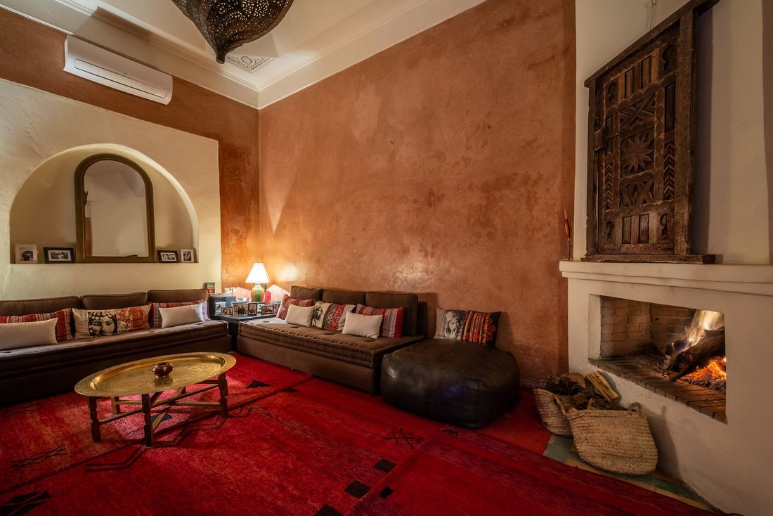 Indoor lounge area with moroccan indoor decoration at Adilah riad in Marrakech