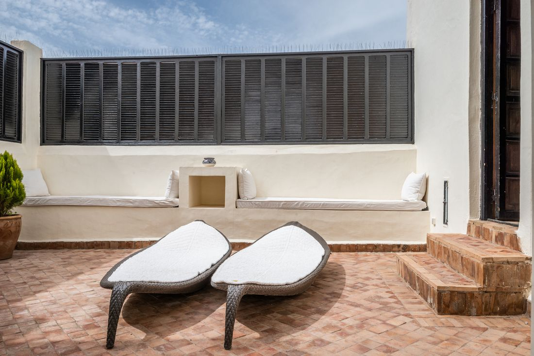 Terrace with lounging chairs at Adilah riad in Marrakech