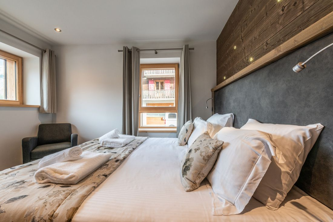 Double bedroom with fresh towels at Ourson accommodation in Morzine