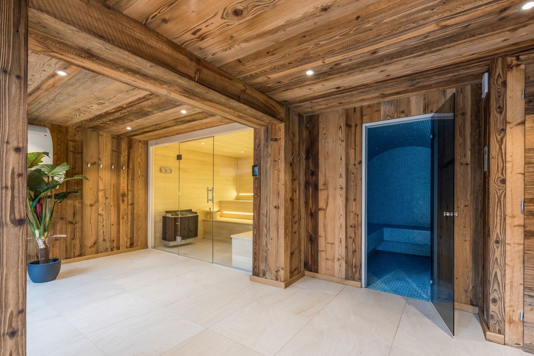 Spa with hammam and sauna in a ski apartment in Morzine