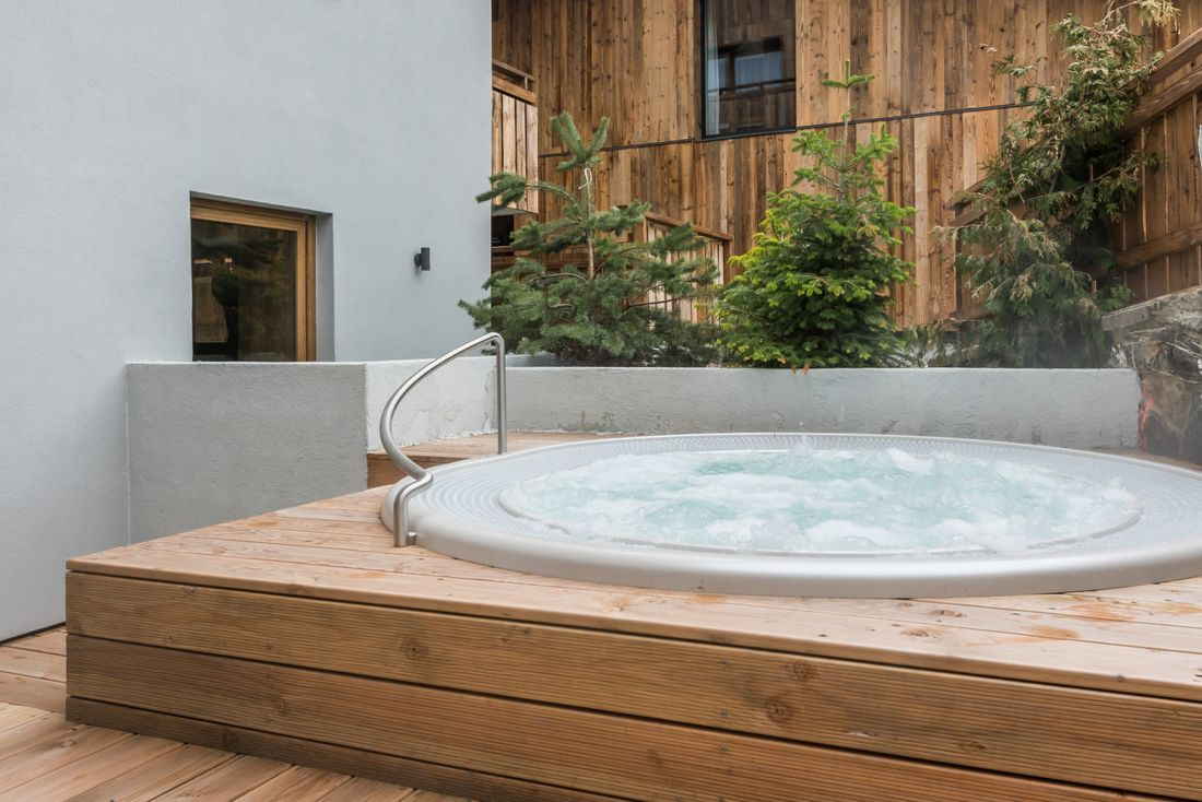Outside hot tub of Ayan accommodation in Morzine