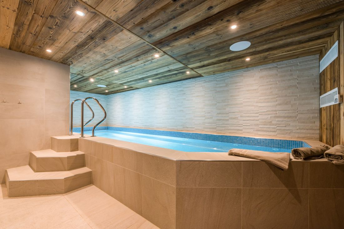 Indoor heated swimming pool at Ipe accommodation in Morzine