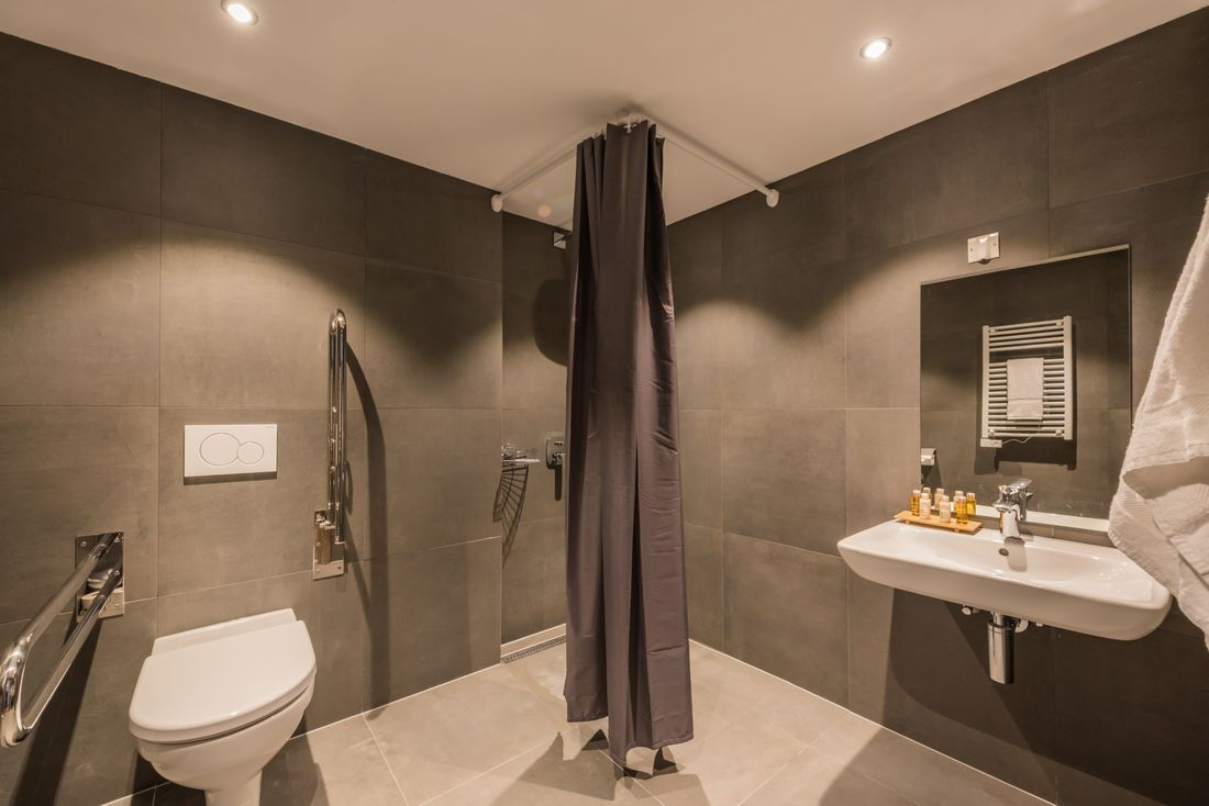 Grey bathroom of Ayan accommodation in Morzine