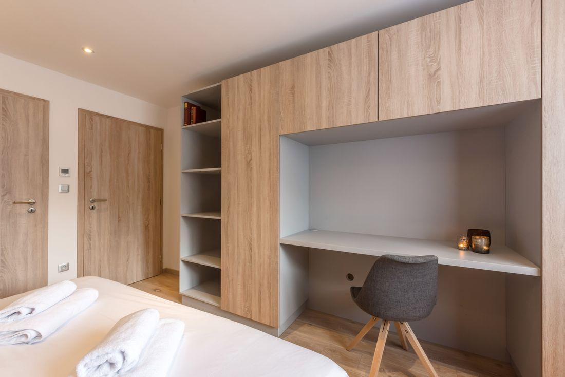 Fresh towels and linen of the double bedroom of Meranti accommodation in Morzine