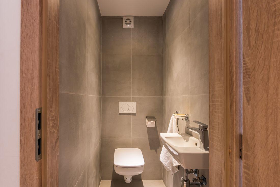 Grey toilet room of Iroko accommodation in Morzine