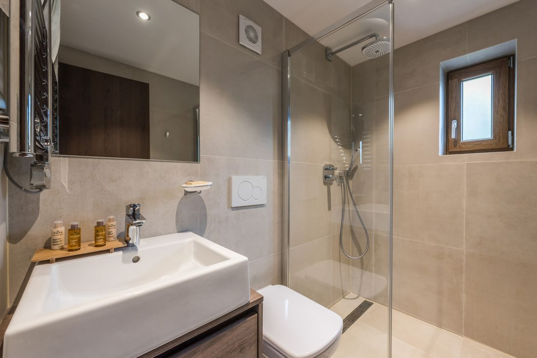 Modern bathroom with Nuxe amenities and shower at Sugi accommodation in Morzine