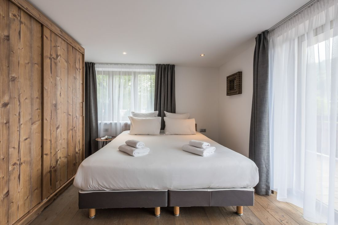 Double bed bedroom at Ayan accommodation in Morzine