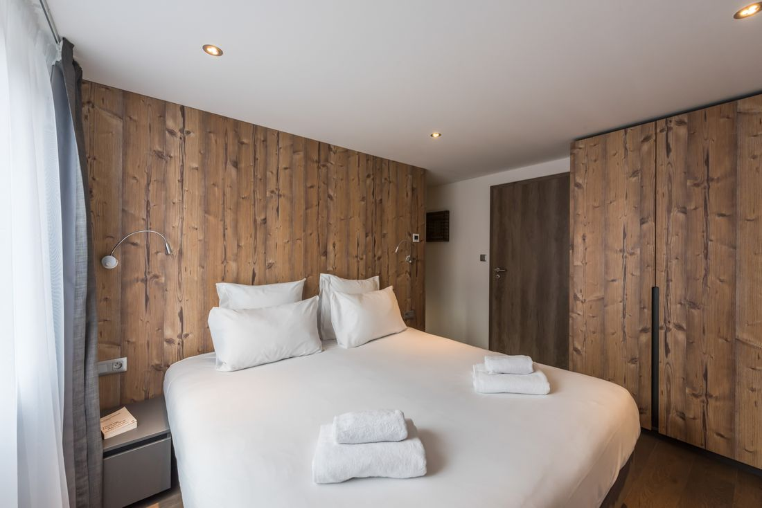 Double bedroom with en-suite at Ayan accommodation in Morzine