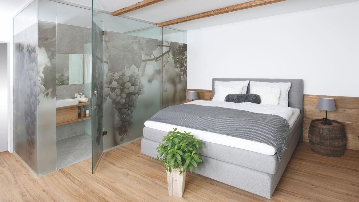 Schlafzimmer mit Bad.