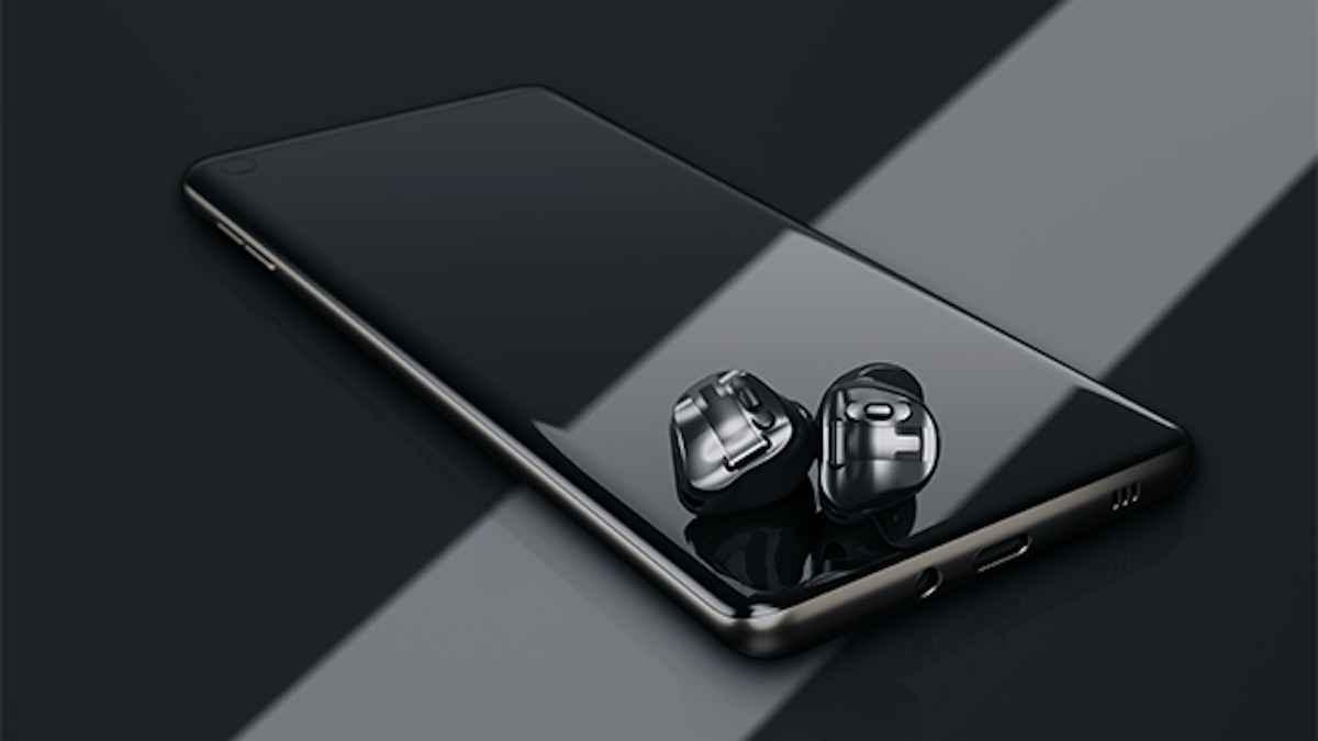 Phonak Virto Black With Phone