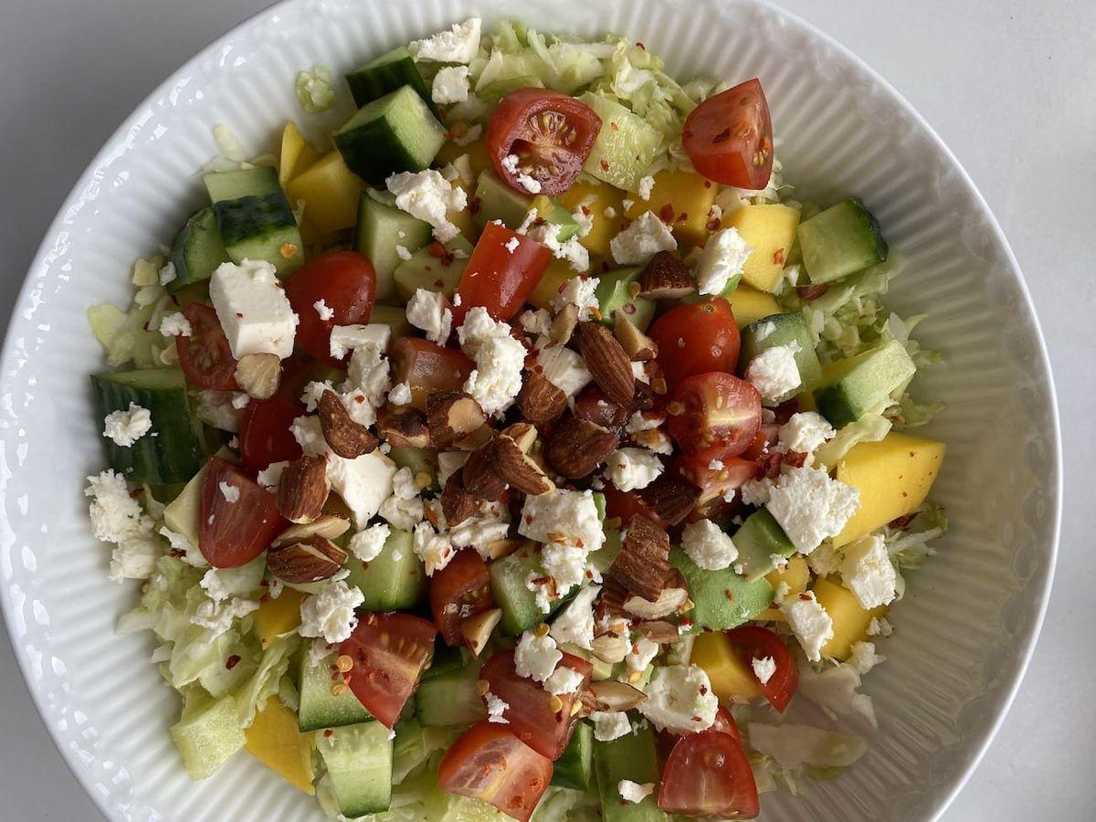 Spidskålssalat med mango, avocado og vinaigrette